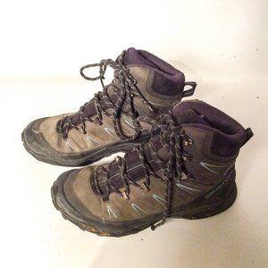 Salomon boots size 6